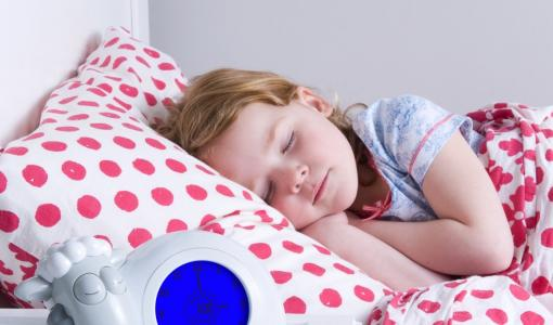 Sleeptrainer Sam gives children and parents 45 minutes more sleep
