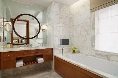 resized_corinthiahotel_garden_suite_bathroom.jpg