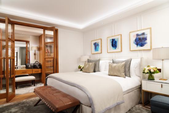 resized_corinthiahotel_the_london_suit_bedroom.jpg