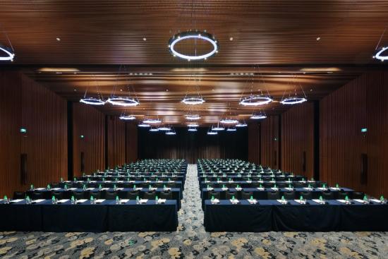 grand-ballroom-at-ln-garden-hotel-nansha.jpg
