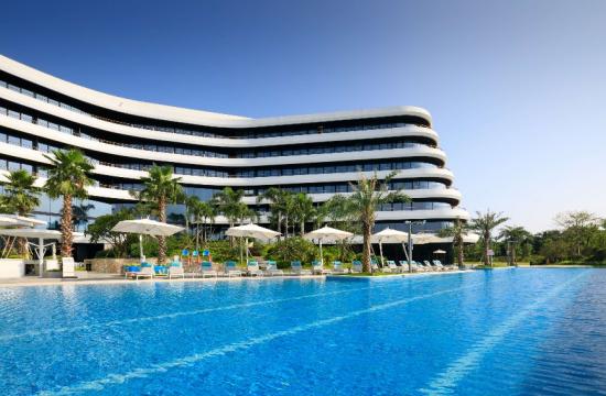 outdoor-swimming-pool-at-ln-garden-hotel-nansha.jpg