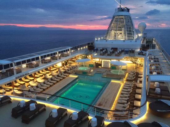 exp-pool-deck.jpg