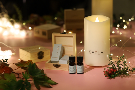 aromatherapy-essential-oils-pure-essential-oil-eo-2pc-with-candle-and-wood-box-img_0946.jpg